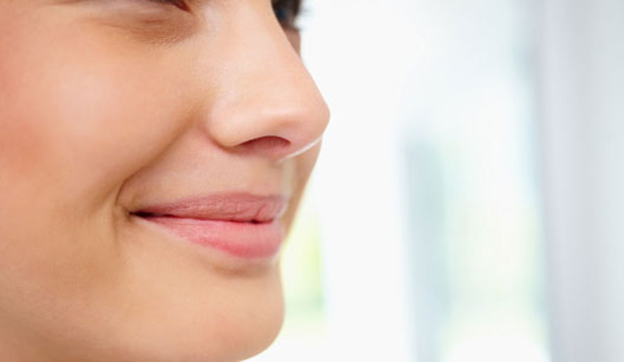 El hinchazón a la trombosis de los ojo